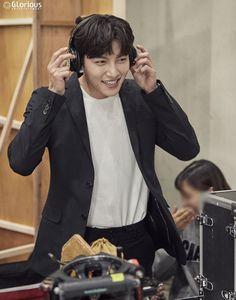 [자동입덕로드] '팬사랑꾼' 지창욱의 남다른 팬바보 클라스♥ : 네이버 포스트