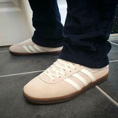 Adidas GT Wensley Spezials on feet on the street. Adidas Og, Adidas Sneakers, Football Casuals, Gentleman Style, Cool Kids, Adidas Originals, Terrace, Trainers, Menswear