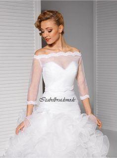 """Prachtige bruidsbolero met 3/4 mouwen en """"shoulder off"""" effect. Gemaakt van hoge kwaliteit organza en kant. Kleuren: wit of ivoor. Maten: S t/m XL. -"""