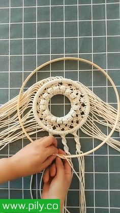 Macrame Plant Hanger Patterns, Macrame Wall Hanging Patterns, Macrame Plant Hangers, Macrame Patterns, Macrame Design, Macrame Art, Macrame Projects, Macrame Knots, Rope Crafts