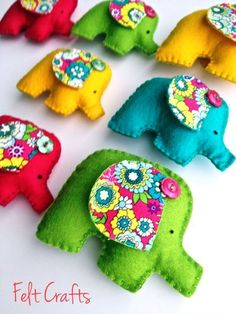 Ideas sewing baby mobile feltro for 2019 Felt Crafts Patterns, Christmas Embroidery Patterns, Christmas Applique, Felt Embroidery, Christmas Patterns, Christmas Projects, Fabric Toys, Felt Fabric, Fabric Crafts