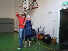 """Het hart van Helmond is weer gegroeid, meer dan 200 leerlingen van de Westwijzer basischool, hebben aan de workshop """"knoop je hart aan Helmond"""" meegedaan."""