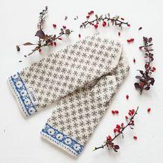Knit Mittens, Knitting Socks, Hand Knitting, Knitting Patterns, Bra Hacks, Cross Stitch Bird, Triangle Scarf, White Headband, Summer Scarves