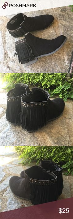 Fringe ankle bootie Faux suede fringe ankle booties in black. Gunmetal colored detailing around ankle. Rounded toe and side zip closure. Only worn once and in amazing condition. Size 10    No trades or Paypal ✅ Bundles are welcome   Fast shipping  Make me an offer below Mossimo Supply Co. Shoes Ankle Boots & Booties