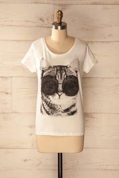Qui a dit qu'une femme élégante ne peut s'amuser un peu  ?  Who said an elegant lady can't have a little fun? Cat print white t-shirt https://1861.ca/products/monee-cat