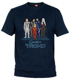 Parodia entre Juego de Tronos y Tron. Con los personajes Eddard Stark, Jon Nieve, Tyrion Lannister, Daenerys Targaryen y Kahl Drogo.