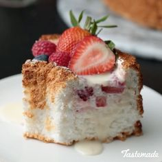 Angel Food Cake Desserts, Dessert Cake Recipes, Food Cakes, Scoop Cake Recipe, White Chocolate Ganache, Berry Cake, Cookie Icing, Cake Flour, Cake Ingredients