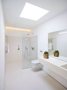 Bathroom Tub: The Complete Guide to Choosing Your Bathroom - Home Fashion Trend Bathroom Design Luxury, Bathroom Layout, Modern Bathroom Design, Modern White Bathroom, Ensuite Bathrooms, Dream Bathrooms, Small Bathroom, Luxury Bathrooms, Skylight Bathroom