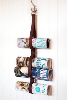 tidningshållare Longcoast living Kanske använda denna idé i städskåpet? Hushållspapper eller trasor?