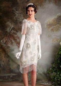 (Foto 23 de 23) Valerie: Traje de noche corto con bordados de flores y rematado con flecos, Galeria de fotos de Vestidos de noche estilo Art Decó