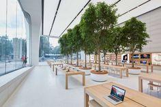A new Apple Store opened over the weekend in Brussels. But this isn't your average Apple Store. Shop Interior Design, Retail Design, Store Design, Dubai Mall, Regent Street, Apple Store, Atrium Design, Garden News, Interior Garden