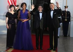 President Barack Obama (R) and first lady Michelle Obama (2nd L) welcome Japanese Prime Mi...