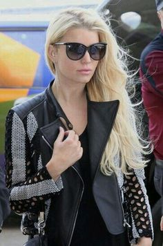 Jessica Simpson Photos - Singer Jessica Simpson and fiance Eric Johnson departing on a flight at the Washington Dulles Airport in Washington DC on May - Jessica Simpson Departing On A Flight In Washington DC Pictures Of Jessica Simpson, Jessica Simpson Hair, Ashlee Simpson, Jessica Simpsons, Eric Johnson, Julien Macdonald, Emilio Pucci, Cool Street Fashion, Street Style