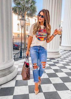 Quem não adora um look confortável e um look básico no mesmo combo? Eu amo! Como a vida é corrida, muitas vezes não temos tempo para pensar em um look mais elaborado, então acabamos optando por look basiquinho. T-shirts, jeans, tênis são nossos aliados nessas horas. Separei inspirações lindas e bem fáceis para você reproduzir e arrasar no dia-a-dia. Vem conferir! Cute Summer Outfits, Fall Outfits, Casual Outfits, Cute Outfits, Look Fashion, Fashion Outfits, Womens Fashion, Feminine Fashion, Fashion 2018