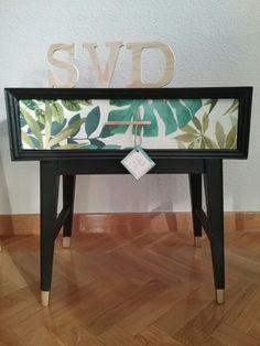 Mesilla vintage España Circa años 50 Diseño nórdico Madera Restaurada  Palmeras  Colección Style Vintage Deco