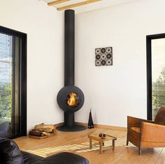 Moderner Kamin für ein gemütliches Winter-Wohnzimmer von Diligence International Ltd