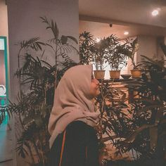 Casual Hijab Outfit, Ootd Hijab, Hijab Chic, Girl Hijab, Tumblr Wallpaper, Girl Wallpaper, Urban People, Hand Photography, Photos Tumblr