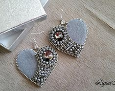 Grey&silver zipper elegant heart earrings You are in the right place about crochet stitches Here we offer you the most beautiful pictures about the crochet. Bead Embroidery Tutorial, Bead Embroidery Patterns, Bead Embroidery Jewelry, Beaded Jewelry Patterns, Beaded Embroidery, Embroidery Works, Denim Earrings, Heart Earrings, Etsy Earrings