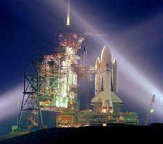 初の打ち上げを待つスペースシャトル・コロンビア Size : 960x854 [宇宙のスマホ壁紙] http://matome.naver.jp/mymatome/digitama