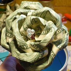 Dollar bill rose tutorial, give a money bouquet! Dollar Bill Origami, Money Origami, Money Lei, Dollar Bills, Gift Money, Cash Gifts, Money Flowers, Paper Flowers, Fabric Flowers
