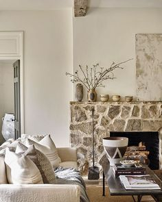 Friday mood: We're ready to cozy up by this fireplace with a good book (or the latest issue of AH&L!). Who else is ready for the weekend? Pictured: the home of @bdjeffriesatl owners Brad and Debbie Weitz, who, with the help of interiors stylist @eleanor_roper, cultivated this luxuriously layered retreat. : @efollowill