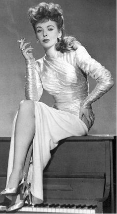 Ida Lupino, with cigarette, attitude and a killer pose, 1940s.  That's what is known as a femme fatale.