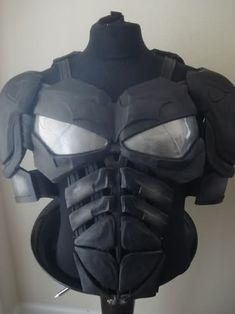 Batman The Dark Knight replica armor prop. Batman Armor, Batman Suit, Batman Cowl, Batman Batman, Cosplay Helmet, Cosplay Armor, Cosplay Diy, Nightwing Cosplay, Batman Cosplay