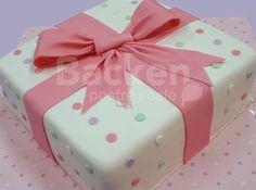 Pastel de Fondant Cake Icing, Eat Cake, Cupcake Cakes, Pastel Rectangular, Present Cake, Polka Dot Cakes, Valentine Cake, Happy B Day, Cake Creations