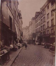 Perspective de la rue Mouffetard, vue prise de la rue Daubenton à Saint-Médard,5ème arrondissement, Paris | Paris Musées
