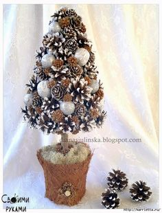 Hand made by Diana Christmas Flower Decorations, Christmas Arts And Crafts, Pine Cone Decorations, Felt Christmas Ornaments, Diy Christmas Tree, Christmas Projects, Christmas Wreaths, Pine Cone Crafts, Christmas Makes