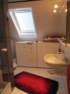Ein in die Jahre gekommenes Bad wurde in eine komfortable und moderne Wohlfühloase verwandelt.