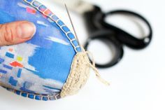 Tutorial puntera alpargatas Make Your Own Shoes, How To Make Shoes, Crochet Shoes, Crochet Slippers, Shoe Cupboard, Shoe Makeover, Espadrilles, Dress Up Boxes, Shoe Crafts