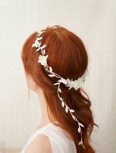 Anillo boda tocado de novia corona de flores por gardensofwhimsy