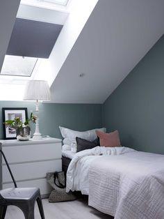 Soverommet er malt i fargen Minty Breeze fra Jotun. Hanging Canvas, Sweet Dreams, Breeze, Ikea, Gallery Wall, Minimalist, Layout, Interiors, Furniture
