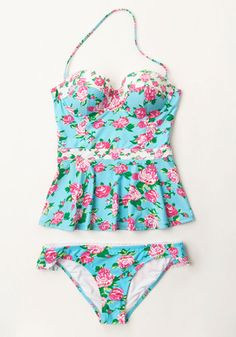 You're overjoyed to relax under sunny skies, and this floral swimwear from Betsey Johnson illuminates your peaceful radiance! Sit poolside in style while wearing this aqua tankini - which touts a peplum, bustier-style silhouette, an optional strap, and charming hues of fuchsia and green.