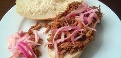 Makkelijk te bereiden en lekker pittig: 'Pulled Chicken', dat is weer eens iets anders dan pulled pork.. Bijvoorbeeld voor op een broodje, als lunch- of...