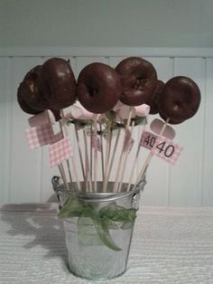 Doughnut desserts treats on sticks skewers Candy Party, Party Treats, Milestone Birthdays, First Birthdays, Baby Shower Sweets, Chocolate Bouquet, Ideas Para Fiestas, Candy Table, Holidays And Events