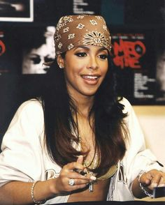 57 Ideas Style Vestimentaire Femme Artiste For 2019 Steven Meisel, Aaliyah Costume, Beautiful Black Women, Beautiful People, Beautiful Pictures, Aaliyah Singer, Aaliyah Aaliyah, Aaliyah Style, Aaliyah Outfits