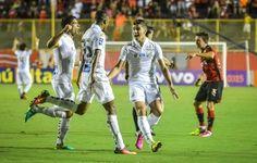 Decisivo, Copete comemora boa fase e fala em fazer história pelo Santos  http://santosfutebolarte.omb10.com/SantosFutebolArte/imagens-de-vitoria-2-x-3-santos