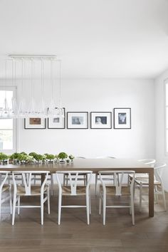 Dining area * White wishbone chairs * Ligth: Fucsia designed by Achille Castiglioni for Flos.