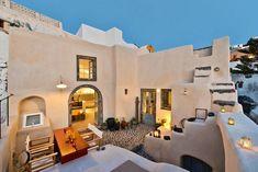 Renovation of 'Kanava' in Santorini by A2 Architects