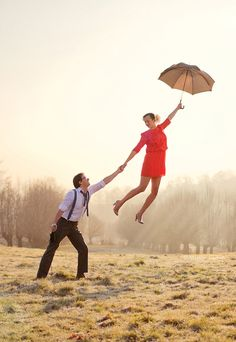 100 Magical Levitation Photography Examples to Inspire You. (The title of this one is: Marry Me Poppins. Photography Projects, Creative Photography, Couple Photography, Photography Tips, Portrait Photography, Magical Photography, Exposure Photography, Beach Photography, Flying Photography