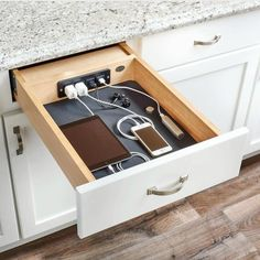 Charging Drawer by Rev-A-Shelf! 👉 Design Bunker Firenze for more of wha. Charging Drawer by Rev-A-Shelf! 👉 Design Bunker Firenze for more of what you love! Classic Kitchen, Kitchen Modern, Smart Kitchen, Awesome Kitchen, Rustic Kitchen, Modern Farmhouse, Minimal Kitchen, Farmhouse Sinks, Cheap Kitchen