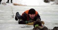 13-летнего подростка, провалившегося под лед Оки, спасли спасатели подмосковной Коломны, проинформировали в п