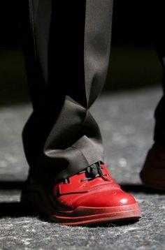 tendenza-scarpe-uomo-autunno-inverno-2014-2015-prada-rosso