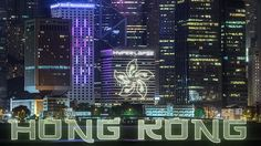 Der Fotograf Kirill Neiezhmakov hat sich die Metropole Hong Kong vorgeknöpft und bietet uns einen dynamischen Trip auf Boot, in Bahn und durch Tag und Nacht. Mit vielen wuseligen Fahrzeugen und noch mehr Lichtern. Beeindruckendes Video zu einer beeindruckenden Stadt!