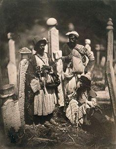 1860, Mezarlıkta birkaç insan.