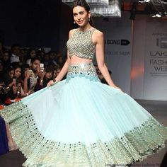 Karishma Kapoor in @arpita_mehta's gorgeous, contemporary Indian #Desi #Lehenga