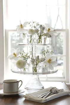 Cake stands & bud vases / glasses