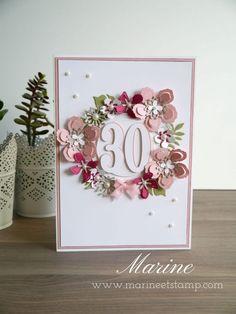 Le weekend dernier on a fêté l'anniversaire de mon amie Anne-Laure. Pour accompagner son cadeau il nous fallait une carte sur laquelle on pouvait tous écrire, je me suis bien sûr proposée pour la faire J'avais envie de quelque chose d'assez simple et fleuri pour fêter ses 30 printemps La combinaison des Framelits …